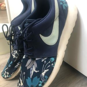 Nike Shoes - Women's tropical Nike Roshe